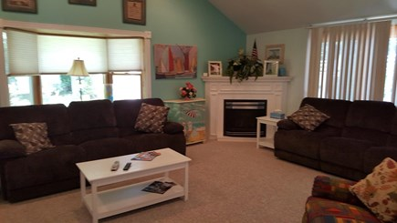 Mashpee, Popponesett Beach Cape Cod vacation rental - Great room