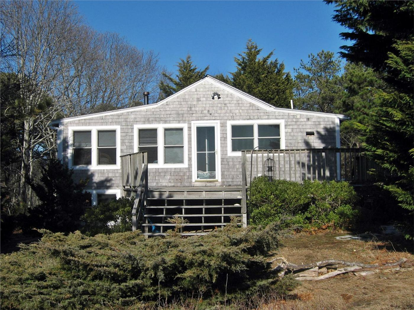 Wellfleet vacation rental home in cape cod ma 02663 200 for Cabin rentals in cape cod ma