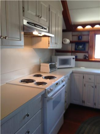 Chatham vacation rental home in cape cod ma 02633 on a for Updated galley kitchen photos