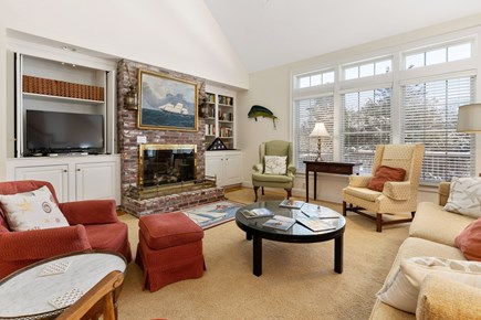 Chatham, downtown Cape Cod vacation rental - Large and comfortable living area with vaulted ceiling