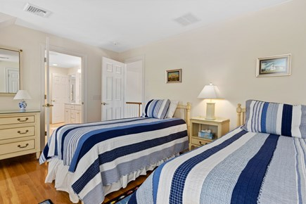 Chatham, downtown Cape Cod vacation rental - Twin bedroom with Jack N Jill Bath