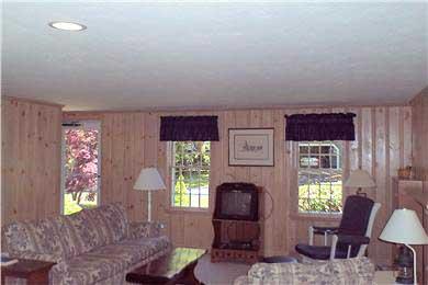 East Falmouth (Belmar) Cape Cod vacation rental - Livingroom