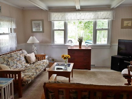 Mashpee, Monomoscoy - steps to water Cape Cod vacation rental - Living Room