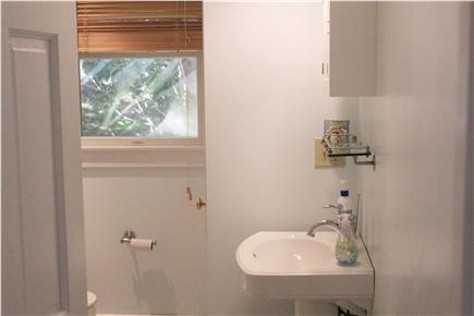 Truro, Corn Hill, Castle Road Area Cape Cod vacation rental - Main level bath, full
