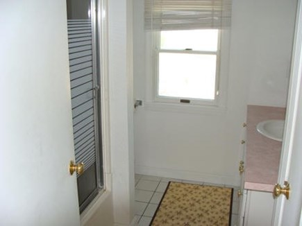 Hyannis Cape Cod vacation rental - Full bath