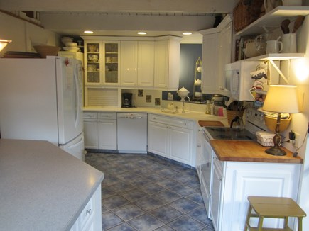 Brewster, Blueberry Pond Cape Cod vacation rental - Fully equipped kitchen with new appliances (2016)...