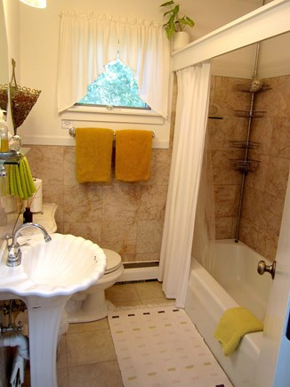 Brewster, Blueberry Pond Cape Cod vacation rental - Main bath plus ....