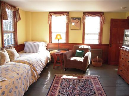 Chatham Harbor, Chatham Town Cape Cod vacation rental - 40''plasma TV & 2 twin daybeds (4th bedroom, semi-private)