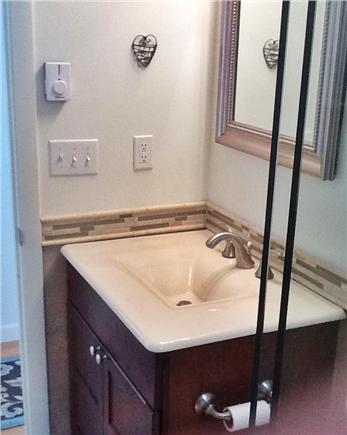 Falmouth, Waquoit Bay Cape Cod vacation rental - Main floor full master bath