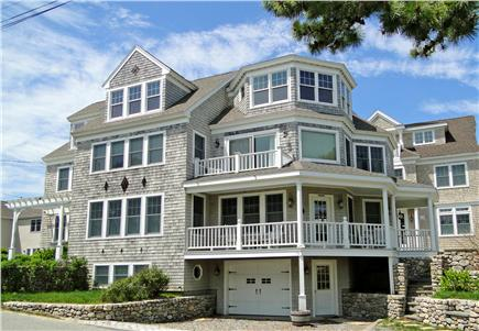 Click here to see a video of this Mashpee vacation rental.