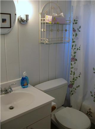 Wellfleet central located Cape Cod vacation rental - Full bath with tub and shower/outside shower also available