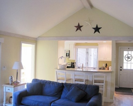 New Seabury New Seabury vacation rental - Living room and view to breakfast bar and kitchen