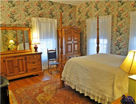 Brewster, old historic district Cape Cod vacation rental - First floor master suite with gas fireplace