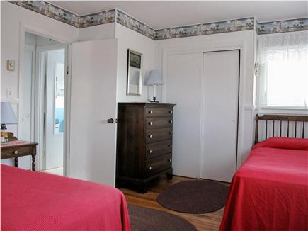 Lookout Bluff, N Truro Cape Cod vacation rental - Dowstairs bedboom, twin beds