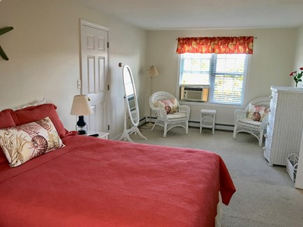 South Chatham Cape Cod vacation rental - Master/queen sitting area
