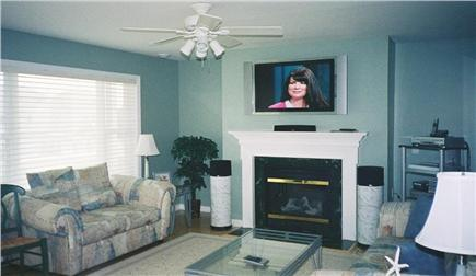Wareham MA vacation rental - Living room with flat screen direct tv and surround sound stereo