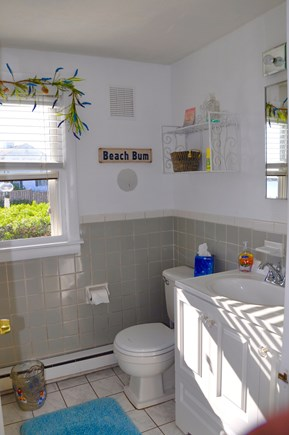 Hyannis Cape Cod vacation rental - Full Bath (Lg Tub)