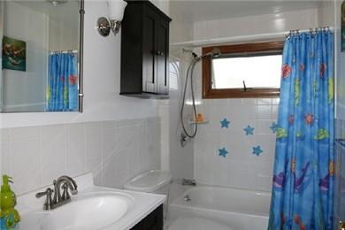 Wareham MA vacation rental - 1st Floor Bathroom