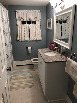 Centerville Centerville vacation rental - Upstairs bathroom with tub/shower