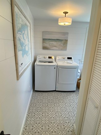 North Chatham, Beach, w 4 kaya Cape Cod vacation rental - New 2021 LG large capacity Washer/Dryer, remodeled utility room