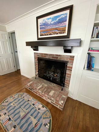 North Chatham, Beach, w 4 kaya Cape Cod vacation rental - Gas logs/ natural gas fireplace, on remote hand control.