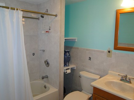 Mashpee Cape Cod vacation rental - Full bathroom with tub