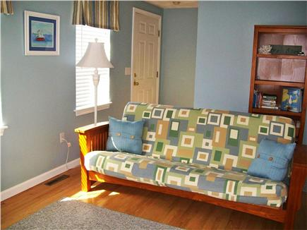 Yarmouth Port Cape Cod vacation rental - Livingroom - Futon