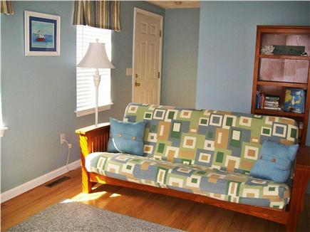 Yarmouth Port Cape Cod vacation rental - Livingroom - Futon