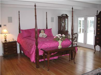 Kingston MA vacation rental - Your Palatial Queen screams for King dreams!