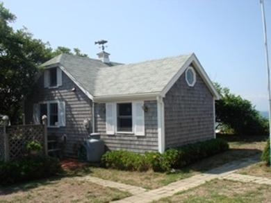 Immobiliers offres beachfront cottages cape cod ma for Cabin rentals in cape cod ma