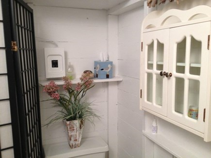Walk to Wellfleet Ctr. Cape Cod vacation rental - Cottage Bathroom
