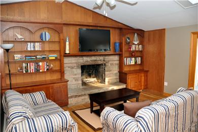 Hyannis Cape Cod vacation rental - Living room with HD TV