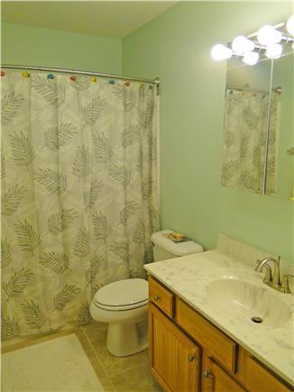 Brewster Cape Cod vacation rental - Main bathroom