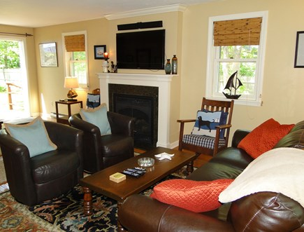 Centerville, Barnstable Centerville vacation rental - Comfortable leather couch and chairs