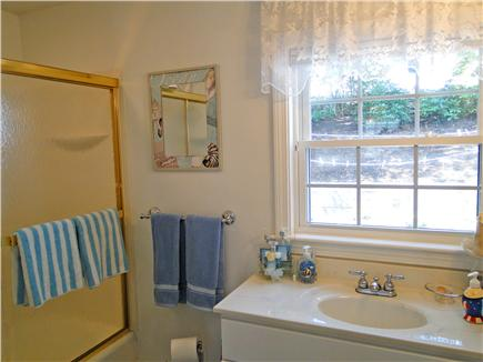 Harwich near restaurants, shop Cape Cod vacation rental - Main floor full bathroom