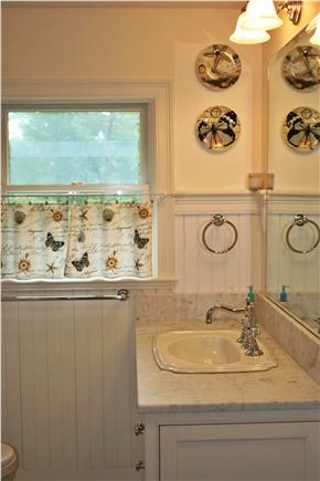 Osterville Osterville vacation rental - Upstairs Bathroom with bathtub (Newly Renovated)