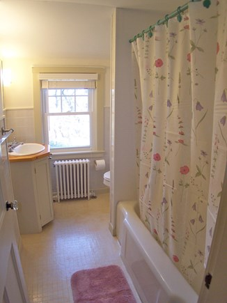 Brewster Cape Cod vacation rental - Upper level full bath