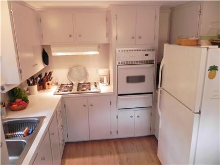 Mashpee, Popponesset Cape Cod vacation rental - Fully equipped, eat-in kitchen