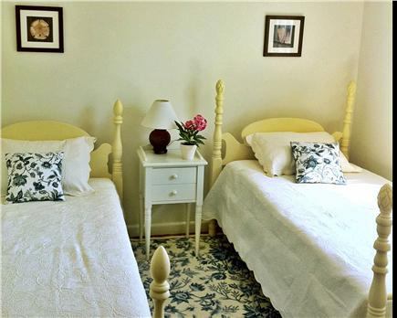 Orleans Cape Cod vacation rental - Twin pineapple 4-poster beds