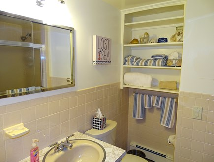 East Dennis Cape Cod vacation rental - Main bathroom