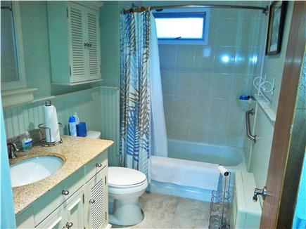 Mashpee, Popponesset Beach Cape Cod vacation rental - Bath