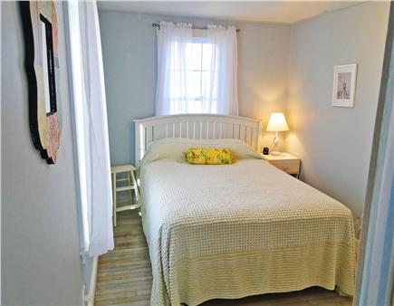 Brewster, Linnell Landing beach area, Br Cape Cod vacation rental - 1st floor bedroom with double bed