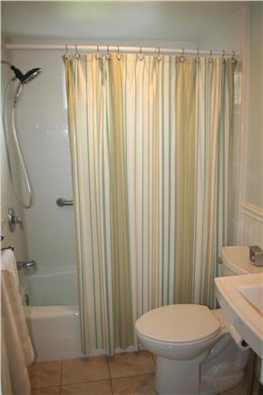 Brewster, Linnell Landing beach area, Br Cape Cod vacation rental - Clean 1st floor bathroom with tub
