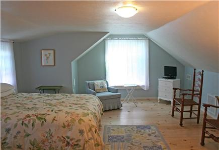 Brewster, Linnell Landing beach area, Br Cape Cod vacation rental - Spacious Master includes TV / VCR