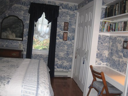 Bourne, Monument Beach Cape Cod vacation rental - The ''Melanie Robin'' Queen room w/built in desk, shelves-books