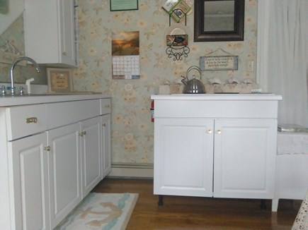 Bourne, Monument Beach Cape Cod vacation rental - Well stocked Cape Cod country kitchen