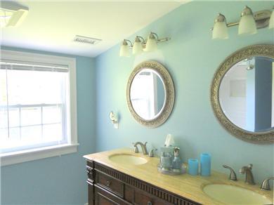 Hyannis Cape Cod vacation rental - Upstairs Bathroom