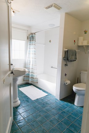 Popponesset Beach Cape Cod vacation rental - Full Bath (with Laundry)
