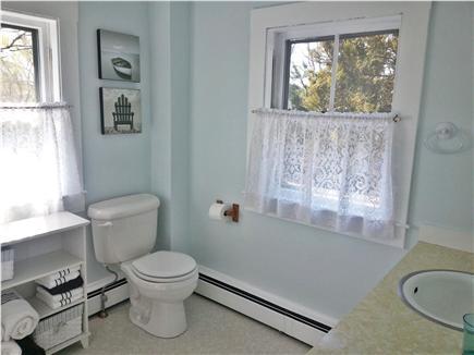 Hyannis Cape Cod vacation rental - Full bathroom