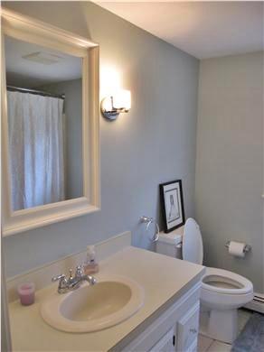 Mashpee, Popponesset Cape Cod vacation rental - En suite master bath